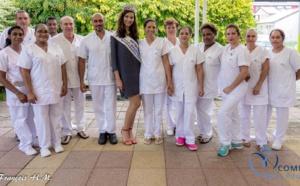Miss Réunion rend visite aux personnes âgées malades de l'USLD